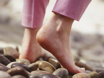 Health benefits of walking Bare feet outside